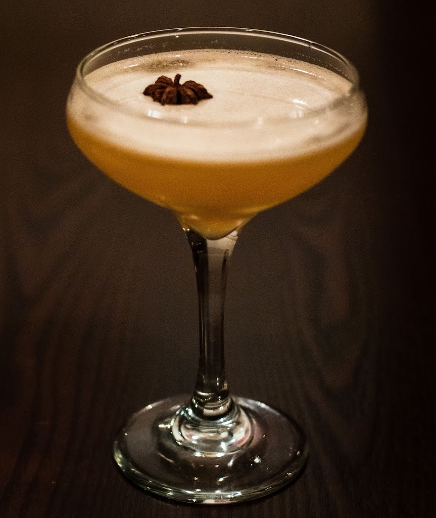 Stargazer cocktail at Mezon with gin, grapefruit, honey and star anise | Local Food Rocks